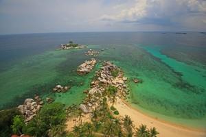 IMG_4277 Pulau Lengkuas dari atas mercusuar